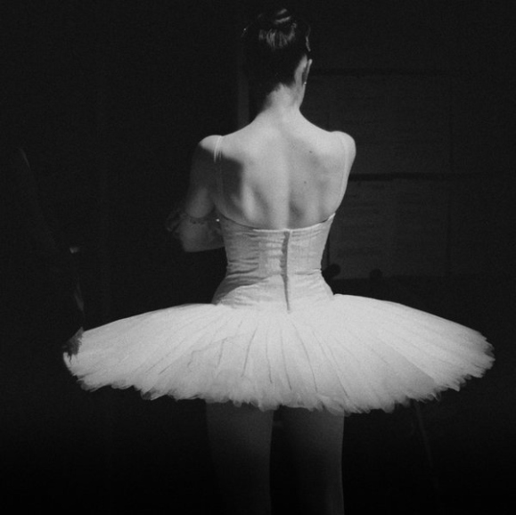 ballerina-ballet-black-and-white-dancer-tutu-Favim.com-46086