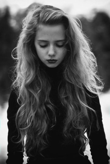 black-and-white-girl-sad-Favim.com-522403