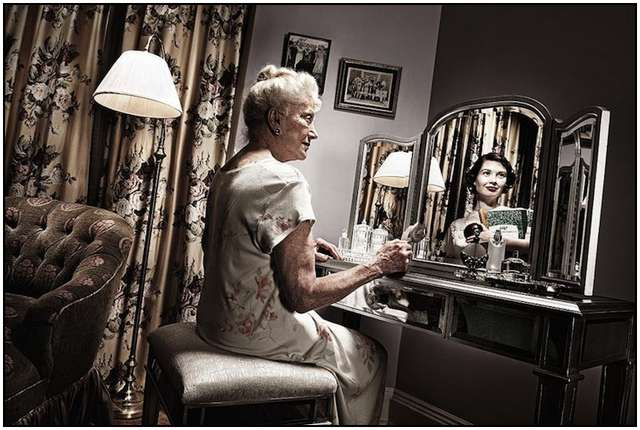 old-woman-in-the-mirror