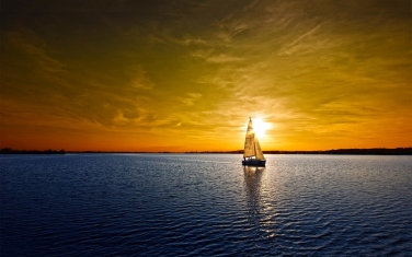 sailboat-lake-sunset