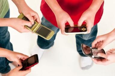 texting_boys.jpg