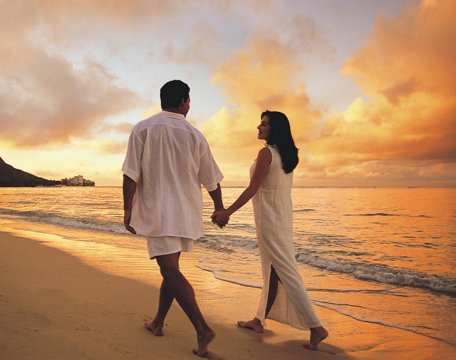 beach-love-couple-wallpaper